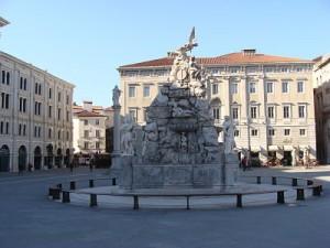 Fontana dei quattro continenti in Piazza Unità d'italia
